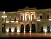 Il centro cittadino di Fasano di notte